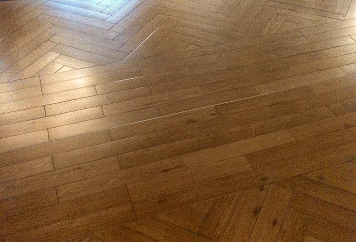 Vinylwood pvc vloer visgraat in hotel